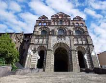 Le Puy en Velay. La cathédrale Notre Dame. La façade occidentale