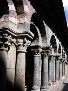 Le Puy en Velay. La cathédrale Notre Dame. Le cloître