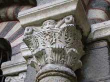 Le Puy en Velay. La cathédrale Notre Dame. Le cloître. Chapiteau