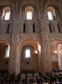 Lessay (Manche): l'abbaye de la Trinité. La nef. Elévation nord