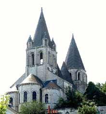 Loches (Indre et Loire): Saint Ours, ancienne collégiale Notre-Dame. Vue sur le chevet et le côté nord de l'édifice