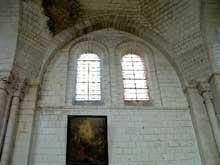 Loches (Indre et Loire)�: Saint-Ours, ancienne coll�giale Notre-Dame�: mur de la nef renforc� d�un arc formeret pour supporter un dube