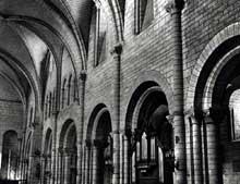Longpont sur Orge (Essonne): basilique Notre dame de la Bonne Garde. Elévation de la nef