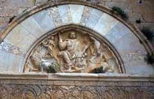 Villeneuve les Maguelone (Hérault): cathédrale saint Pierre. Le tympan du portail occidental.
