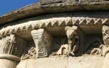 Marignac (Charente Maritime): église saint Sulpice. Corniche à modillons du chevet