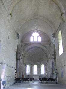 Marnans (Isère): église saint Pierre. La nef centrale
