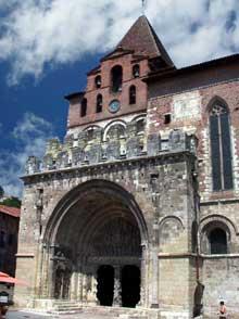 Moissac (Tarn et Garonne): l'abbaye saint Pierre: porche et portail sud