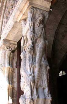 Moissac, abbaye saint Pierre: le portail du porche sud. Le trumeau: face latérale droite du pilier: le prophète Jérémie