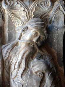 Moissac, abbaye saint Pierre: le portail du porche sud. Le trumeau: face latérale droite du pilier: le prophète Jérémie, détail