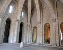 Moissac, abbaye saint Pierre: l'intérieur du porche sud