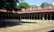Moissac, abbaye saint Pierre: le cloître, angle nord - ouest