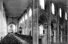 Montivilliers (Seine Maritime): église abbatiale Notre Dame. Elévation de la nef