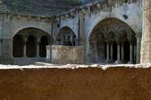 Montmajour, abbaye de Saint Pierre: le cloître