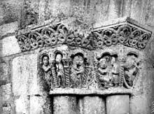 Montsaunès (Haute Garonne): église saint Christophe des Templiers. Le portail nord: chapiteaux de l'ébrasement gauche