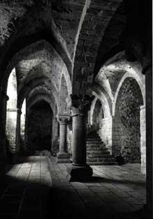 Mont Saint Michel (Calvados): l'église abbatiale. La crypte de l'Aquilon