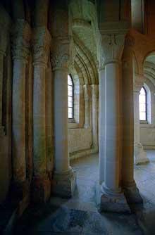 Morienval (Oise): abbatiale sainte Marie. Le déambulatoire