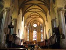 Mozac (Puy du Dôme): l'abbaye saint Pierre. La nef de l'abbatiale