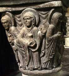 Mozac (Puy du Dôme): l'abbaye saint Pierre. Le chapiteau de la résurrection: les saintes femmes se rendent au tombeau avec les onguents