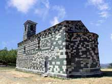 Murato (Haute Corse): l'église San Michele. Chevet et nef côté sud