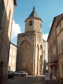 Nant en Aveyron: l'église abbatiale saint Pierre. Le clocher-porche