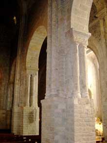 Nant en Aveyron: l'église abbatiale saint Pierre. L'intérieur