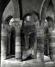 Neuvy-Saint-Sépulcre (Indre): la basilique. La rotonde centrale