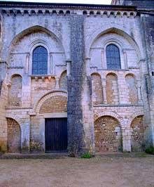 Nouaillé Maupertuis (Vienne): abbaye Saint Junien. Flanc nord