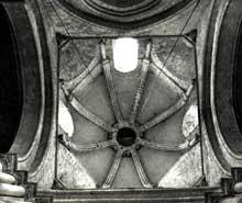 Nouaillé Maupertuis (Vienne): abbaye Saint Junien. La tour de croisée