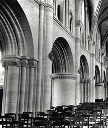 Ouistreham (Calvados): l'église saint Samson. La nef de l'église et son élévation