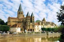 Paray-le-Monial: (Saône et Loire): la Basilique. Vue générale