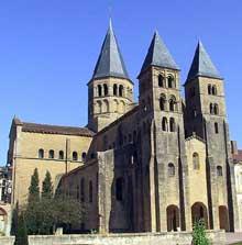 Paray Le Monial (Saône et Loire): la Basilique. Façade occidentale