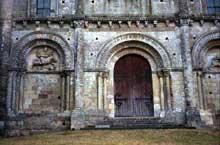 Parthenay le Vieux: l'église saint Pierre, la façade