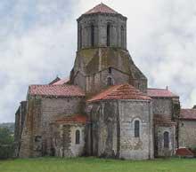 Parthenay le Vieux: l'église saint Pierre. Le chevet