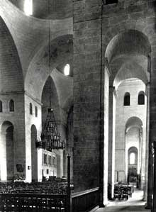 Périgueux (Dordogne): cathédrale saint Front: nef et bas-côté