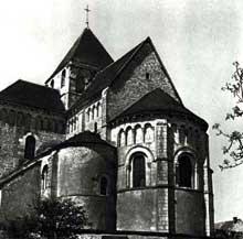 Plaimpied (Cher): abbatiale saint Martin. Le chevet