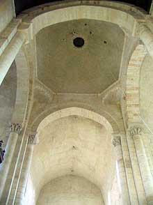 Plaimpied (Cher): abbatiale saint Martin. La croisée