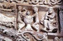 Poitiers (Vienne): Notre Dame la Grande: façade occidentale: frise surmontant les tympans: partie sud du tympan sud: la toilette du Christ et saint Joseph