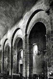 Pommiers en Forez (Haute Loire): prieuré sainte Prève. La nef