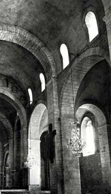 L'abbaye sainte Marie de Quarante: élévation de la nef