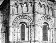Rioux (Charente Maritime): église Notre Dame. L'abside, détail