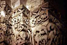 Saintes (Charente Maritime), saint Eutrope. L'église haute: chapiteau à bestiaire de la croisée