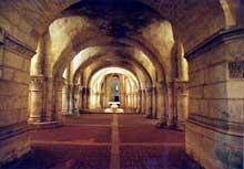 Saintes (Charente Maritime), saint Eutrope. L'église basse: nef centrale