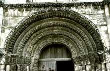 Saintes (Charente Maritime): abbatiale Sainte-Marie des Dames. Voussures du portail central