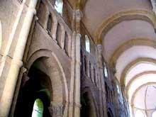 Saulieu, saint Andoche: nef et bas côté