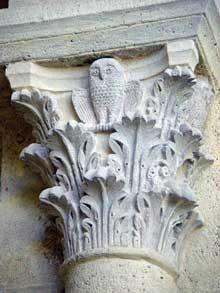 Saulieu, saint Andoche: chapiteau corinthien à feuilles d'acanthe