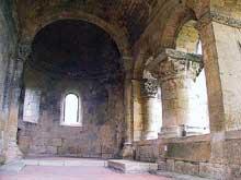 La Sauve Majeure (Gironde): abbaye Notre Dame de la Grande Sauve. Absidiole nord et arcature donnant sur l'abside principale..