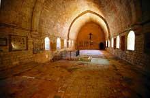 Sénanque: l'abbaye cistercienne. Le dortoir des moines