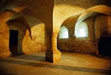 Sénanque: l'abbaye cistercienne. Le chauffoir