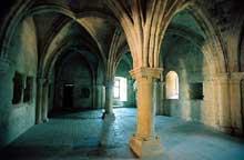 La Roque d'Anthéron (Bouches du Rhône): abbaye de Silvacane: la salle capitulaire