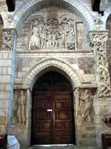 Souillac (Lot): abbatiale sainte Marie: portail intérieur, vue générale